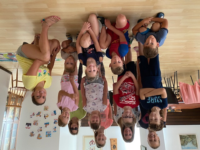 Anglitnice skupinska slika